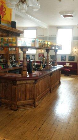 The Quaich Cheltenham: Lovely looking pub, very good fefurb
