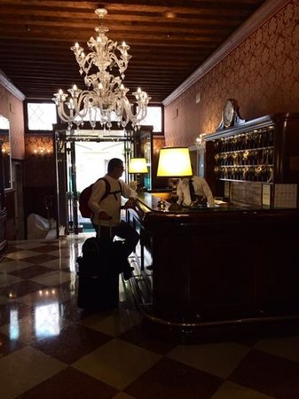 Duodo Palace Hotel: The lobby of the Hotel! My husband chrcking in