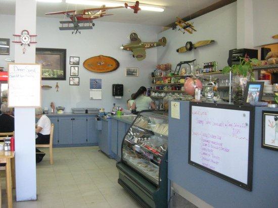 Julie's Airport Cafe: interior