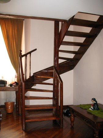 Hotel Patio Andaluz: Staircase in room