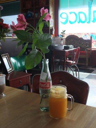 MartAnne's Burrito Palace: Delicious fresh-squeezed orange juice!