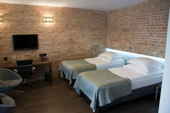 Q Hotel Grand Cru: Room, beds