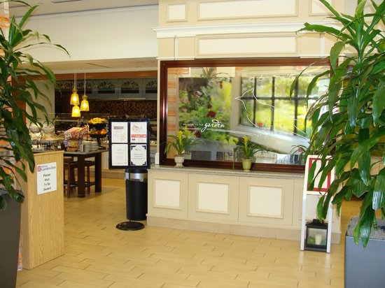 Hilton Garden Inn Danbury: reception area