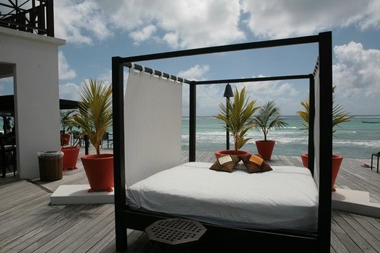 Silver Point Hotel: Beach Deck