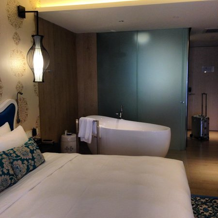 Village Hotel Katong by Far East Hospitality : お部屋に湯船