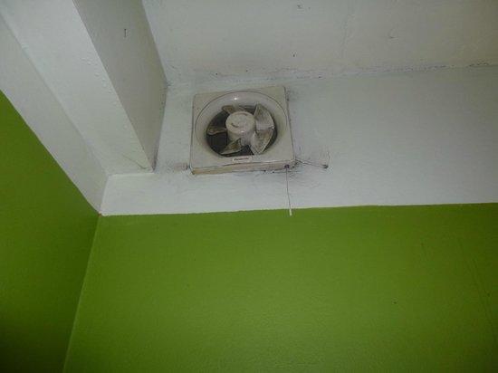 Sawasdee Khaosan Inn: Вентиляцию ооочень давно не чистили