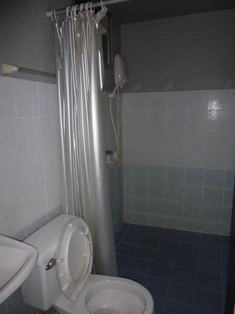 Sawasdee Khaosan Inn: Ванная комната, небольшая, чистенькая