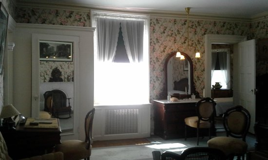 Franklin Delano Roosevelt Home: sarah dressing room