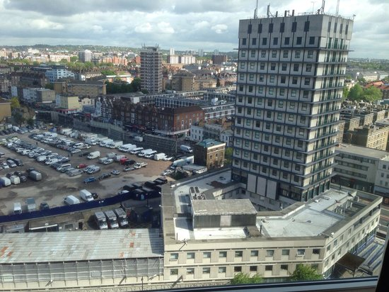 Hilton London Metropole: Nice view of the A40 and North