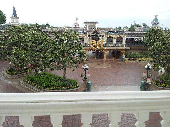 Disneyland Hotel : Taken from the breakfast table.