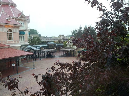 Disneyland Hotel : View from the bridge outside the room.