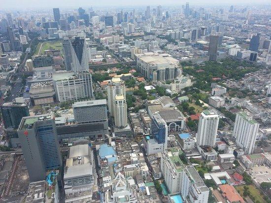 Baiyoke Sky Hotel: Вид на высотки, на верхних этажах бассейны