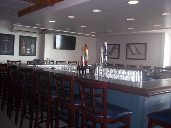 Buzz'sLakeside Inn: Our brand new bar with Michigan Craft beer on draught