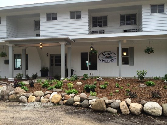 Buzz'sLakeside Inn: The new look of the front entry.