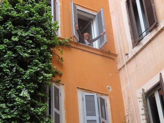 Trevi B&B Roma : View from street
