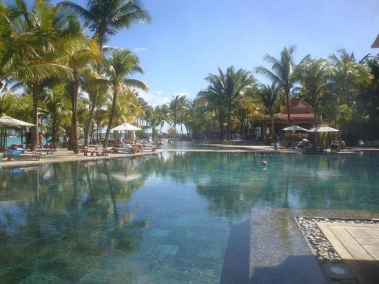 Mauricia Beachcomber Resort & Spa: Piscina