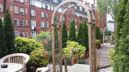 Studios2Let Serviced Apartments - Cartwright Gardens: Garden Area for Smokers or if you need some sun