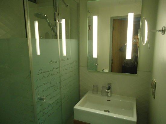 Best Western Premier Le Swann : El baño de la habitacion