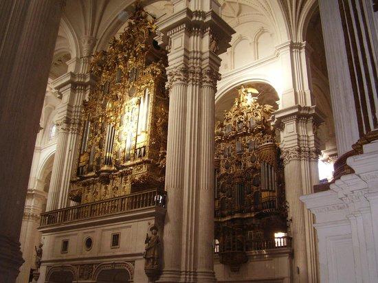 Catedral y Capilla Real: il maestoso doppio organo