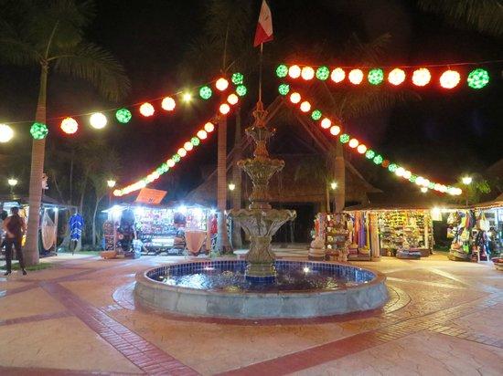 Barcelo Maya Palace: Mexican Plaza