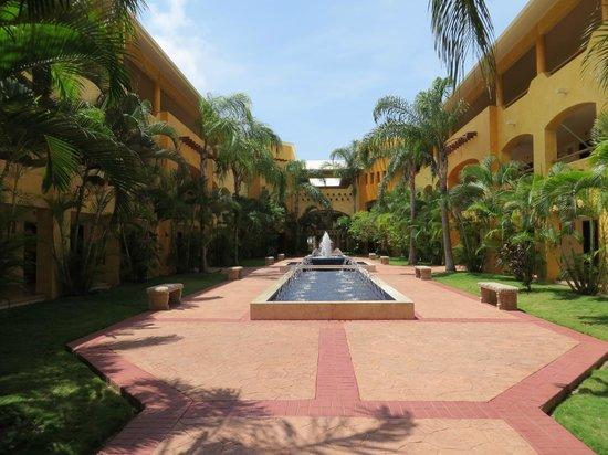 Barcelo Maya Palace: Oaxaca Building