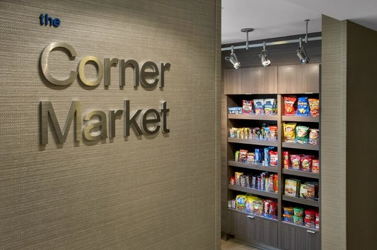 Fairfield Inn & Suites Lenox Great Barrington/Berkshires: Corner Market
