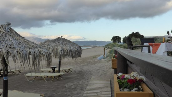 Maria Beach Restaurant: distance from out table to the sea