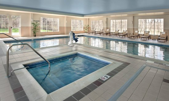 Fairfield Inn & Suites Lenox Great Barrington/Berkshires : Indoor heated pool and hot tub