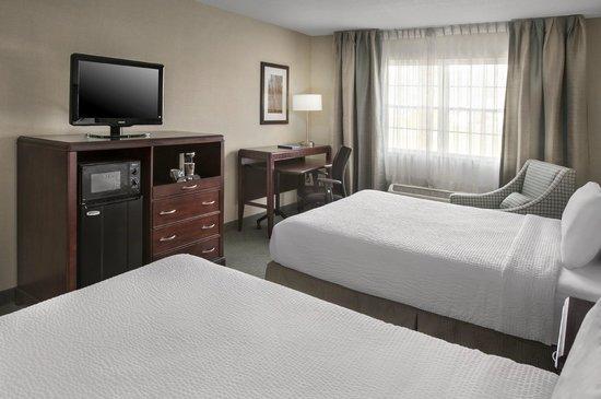 Fairfield Inn & Suites Lenox Great Barrington/Berkshires: Two Queen guest room
