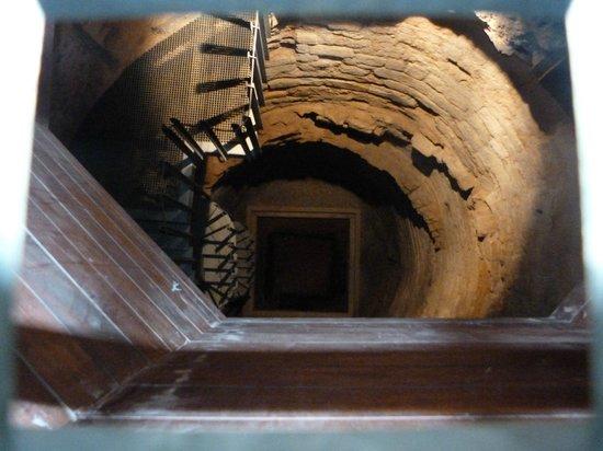Palacio de la Aljafería: EL POZO DE LOS CASTIGOS