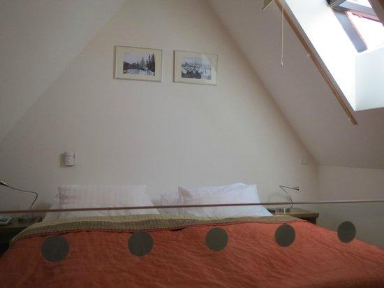 Hotel Monastery: Bed area