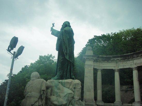 Gellértberg und Freiheitsstatue (Gellért-hegy): Λόφος και Άγαλμα Γκέλερτ