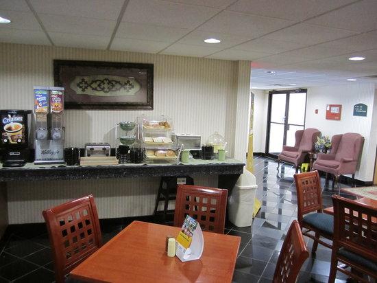 Quality Inn Hyde Park: Breakfast area