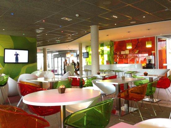 Ibis Styles Troyes Centre: Essbereich des Hotels, im Hintergrund die Lobby