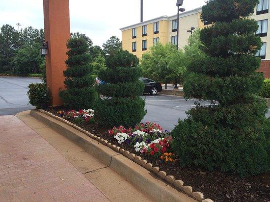 Motel 6 McDonough: Canopy area