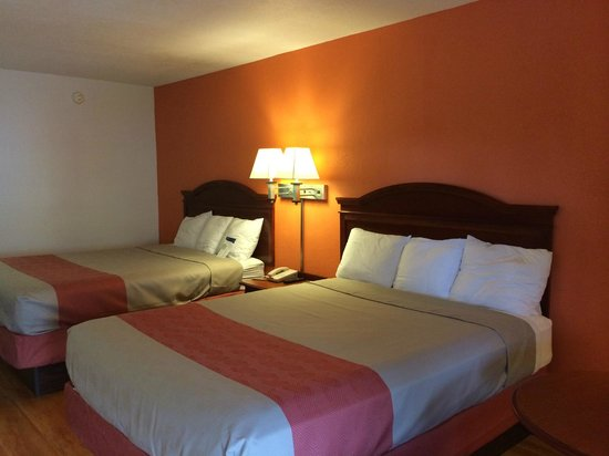 Motel 6 McDonough: 2 Queen Beds