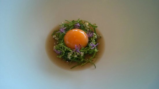 Geranium : Lightly smoked egg yolk with water cress and essens of rosted potato peals