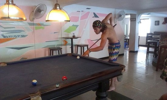 Eighty8 Backpackers: Free pooltable