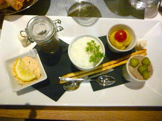Le Poivrier: Entree of dips