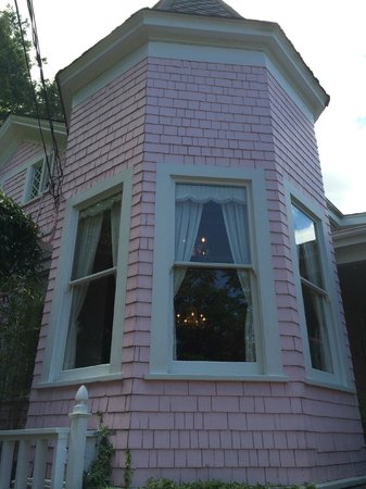 The Pink Mansion : Exterior