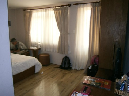 Little Saigon Boutique Hotel : Tight space in room