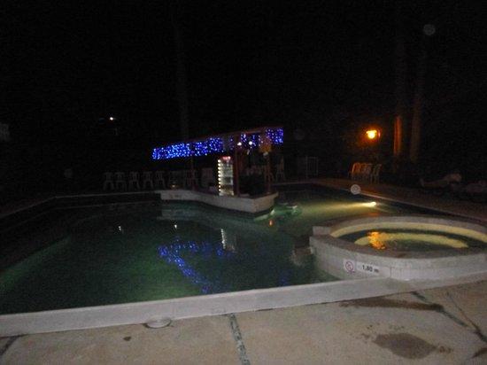 Hotel Posada Campestre : Piscina de noche