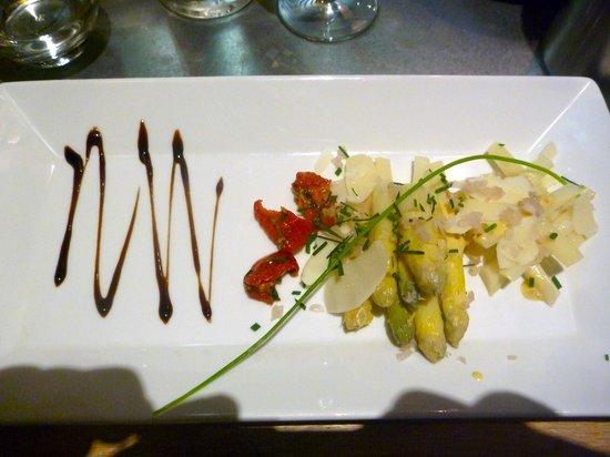 Le Poivrier : Asparagus entree