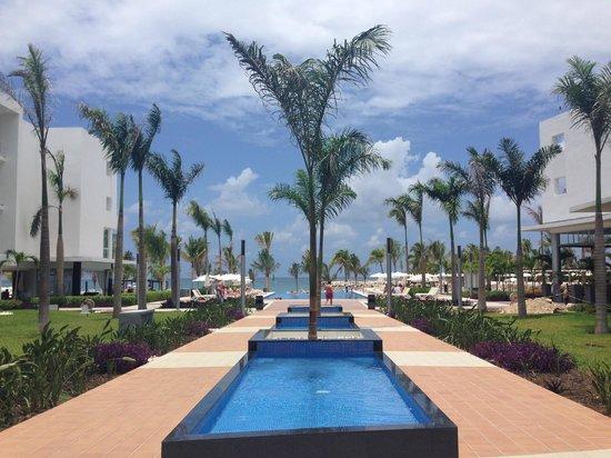 Hotel Riu Palace Jamaica: outside lobby