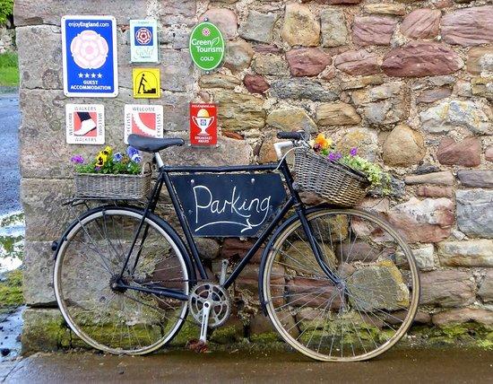 Fenham Farm Bed and Breakfast : Parking