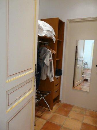 La Bastide du Port : Гардеробная комната.