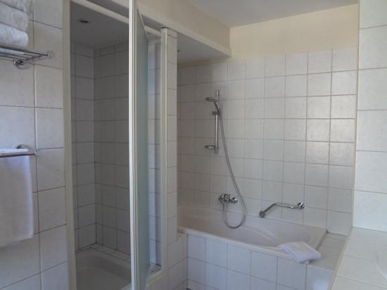 Hotel le Couvent Royal de Saint Maximin: バスルーム
