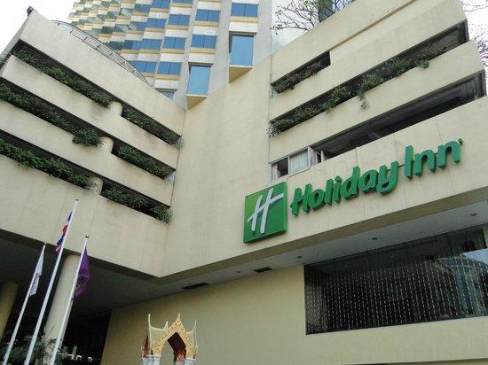 Holiday Inn Bangkok Silom: ENTRADA AL HOTEL