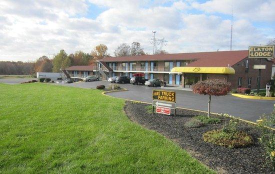 Elkton Lodge : Street View of Motel