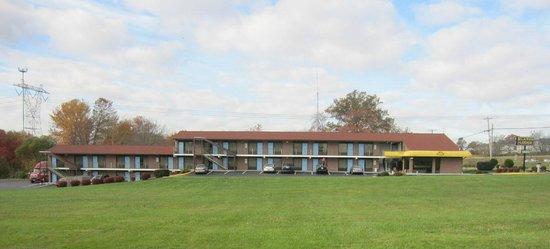 Elkton Lodge: Front View